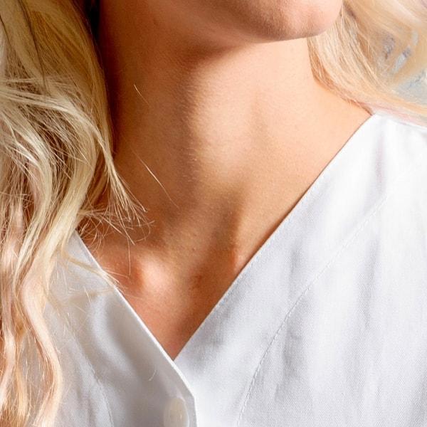 particolare del collo